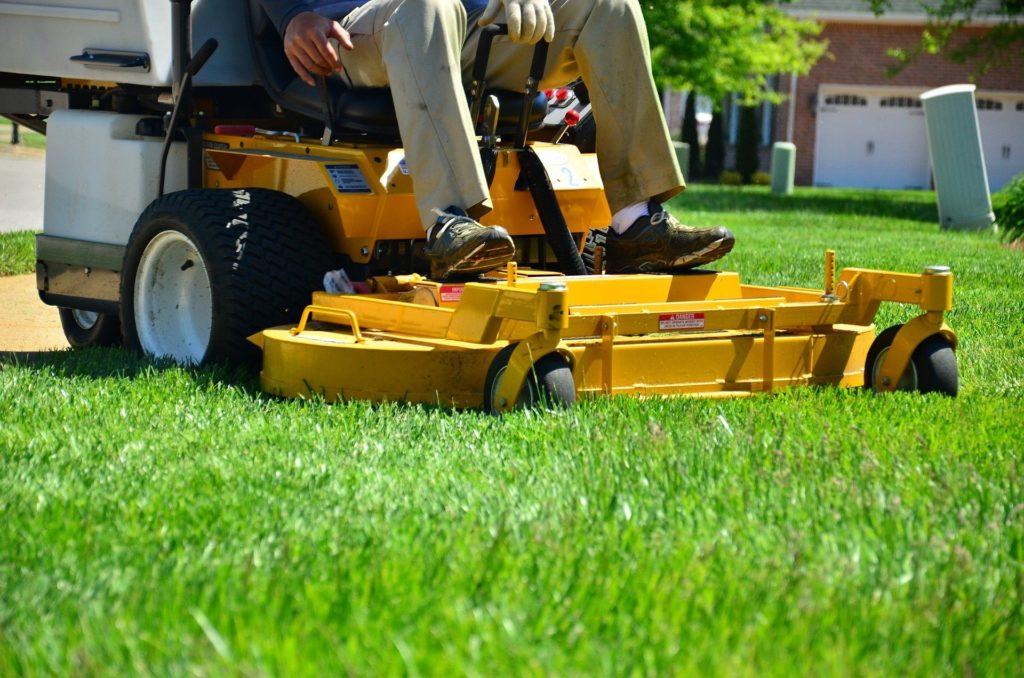 lawn care 643559 1920